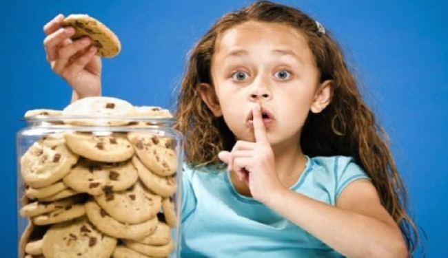 8 أنواع من الكذب يمارسها طفلك للتحايل عليك!