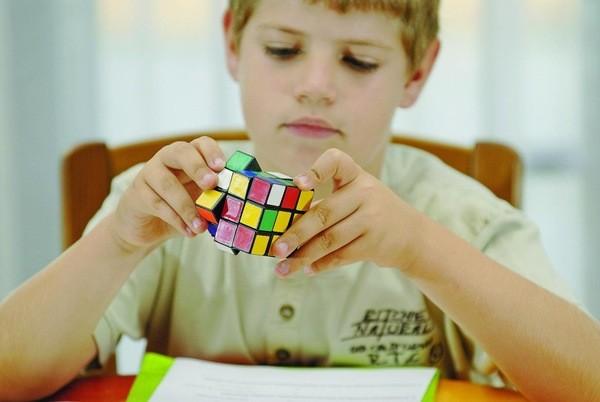 ٦ طرق لتنمية قدرات طفلك الإبداعية