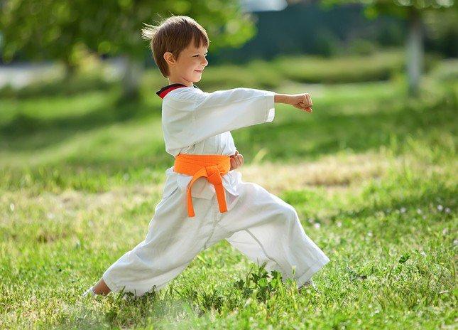 كيف تُعلِّمين طفلك الدفاع عن نفسه؟
